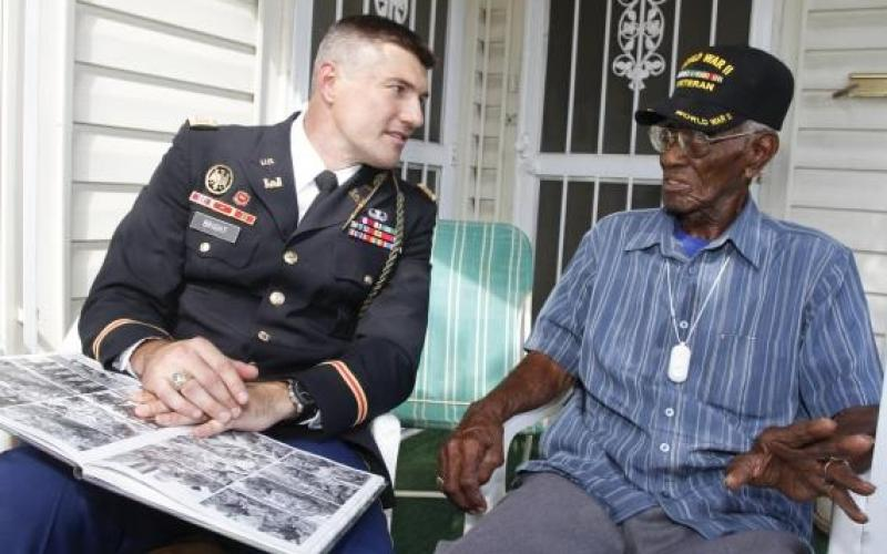 America's oldest living WWII vet Richard Overton ...